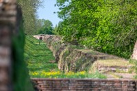 Wenn man von Norden oder Osten nach Ferrara kommt, verwehrt die wundervolle Kulisse der Wallanlagen zunächst den Blick auf die historische Stadt.