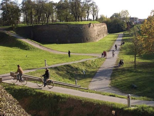 Ferrara and its Wall