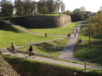 En Ferrara, ciudad de las bicicletas, las murallas representan un lugar ideal en el verde para pasear, correr y pedalear .