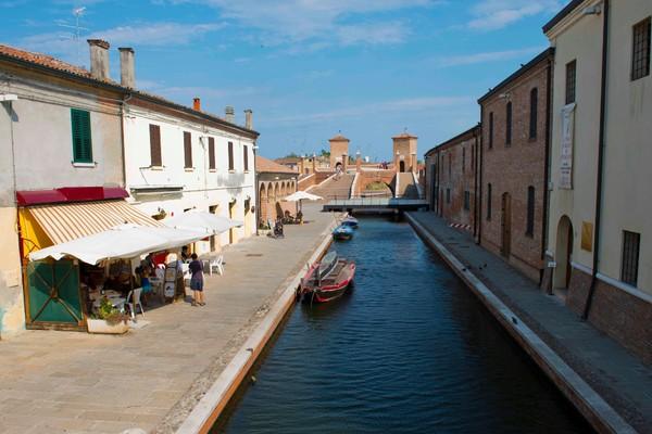 A lo largo de los canales de Comacchio
