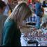 Au marché, on peut pouvez trouver des objets insolites et originaux tels que les travaux de découpage, céramique graffiti, travaille en verre, en fer forgé, des aquarelles, des marionnettes en tissu etc.