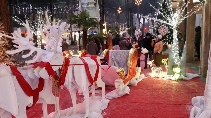Allestimento Villaggio Di Babbo Natale.Villaggio Di Babbo Natale Villaggio Degli Elfi E Villaggio Polare Ferrara Terra E Acqua
