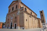 La Cattedrale di San Cassiano si erge maestosa in Piazza XX Settembre. Le antiche origini della diocesi sono incerte, una lapide conservata in sacrestia attribuisce al vescovo Vincenzo nel 708 la fondazione della prima cattedrale romanica dedicata al santo.